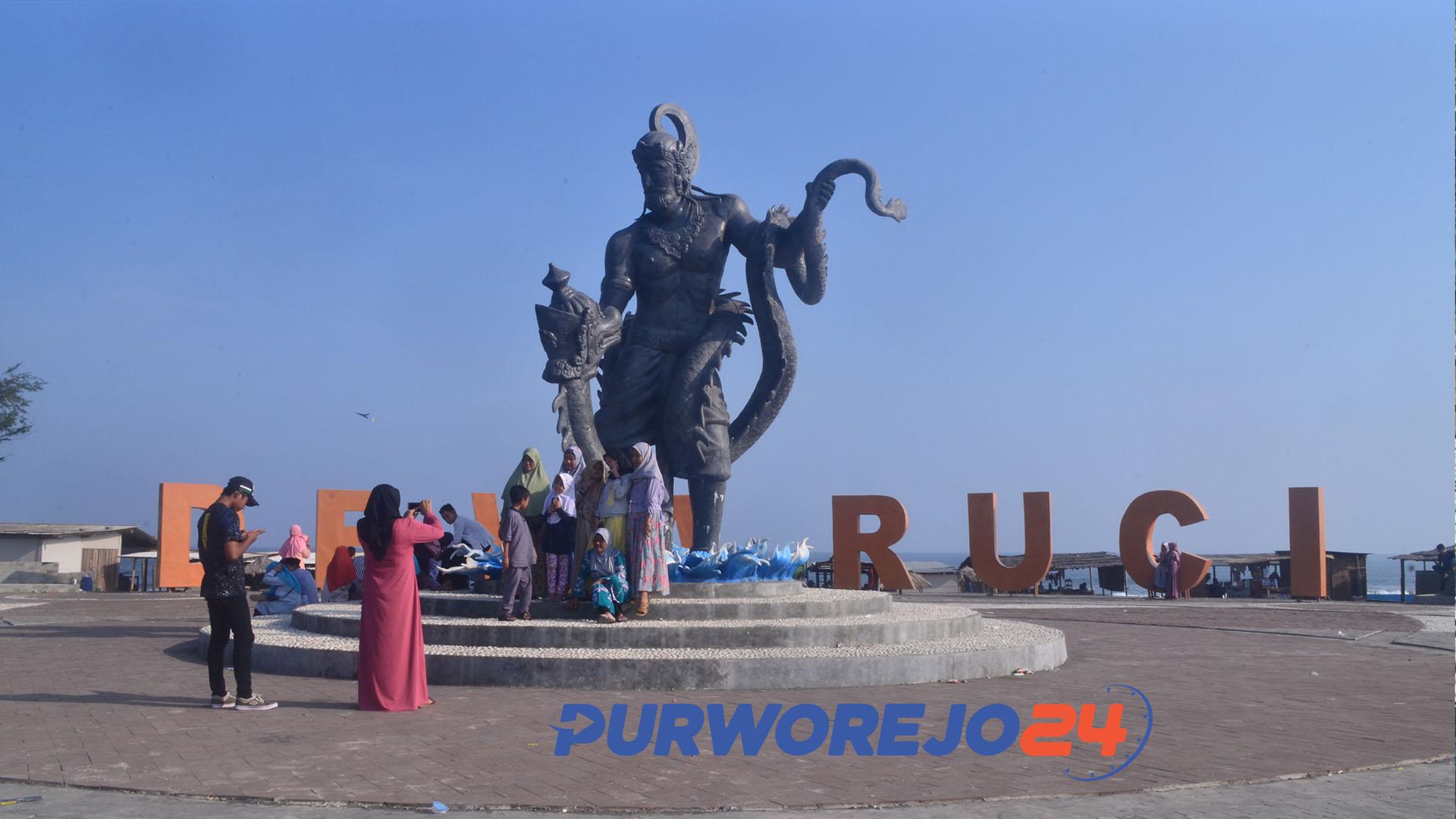 Patung Dewa Ruci di Pantai Jatimalang Purworejo.