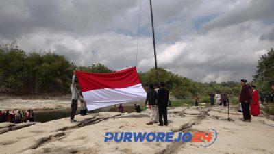 Seniman upacara di Sungai Bogowonto (Foto dok. 17/8/2019)