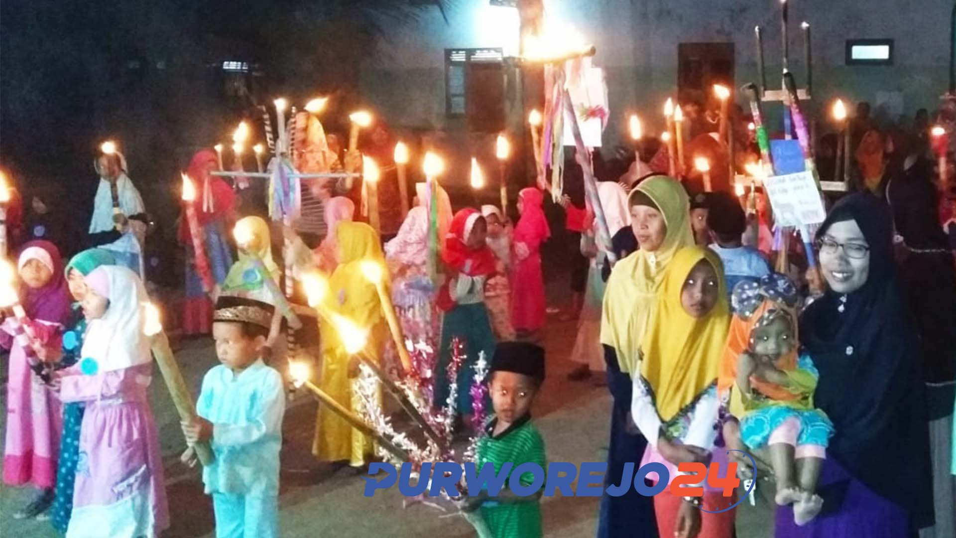 Warga Desa Wonoyoso, Pituruh ramiakan malam takbiran dengan pawai obor.(10/8/2019)