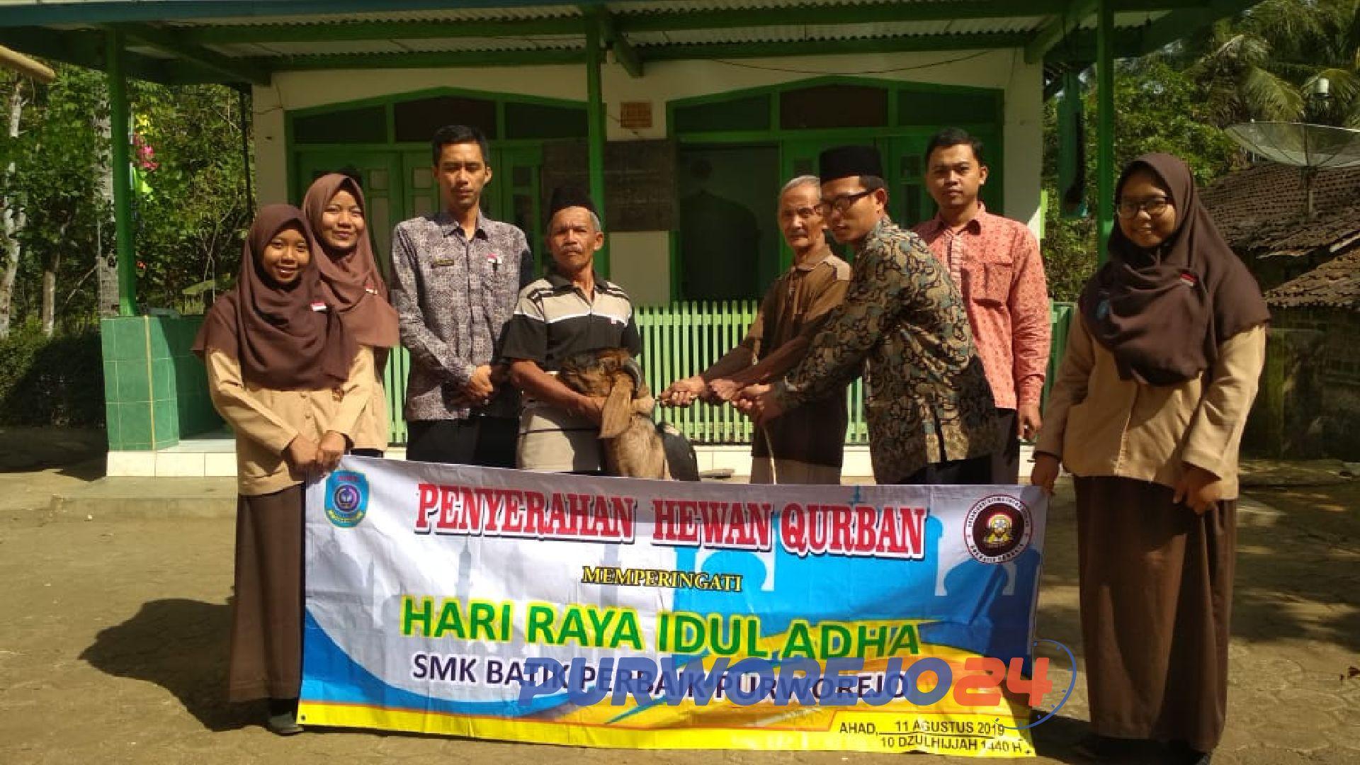 Penyerahan hewan kurban oleh SMK Batik Perbaik Purworejo