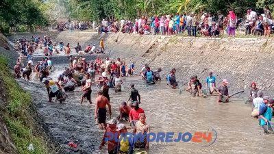Tradisi bersih Sungai Silekor Kutoarjo. (1/8/2019)