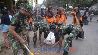 Gerakan Pungut Sampah di Kutoarjo diikuti oelh TNO POLRI, pelajar dan sejumlah komunitas peduli lingkungan. (21/9/2019)