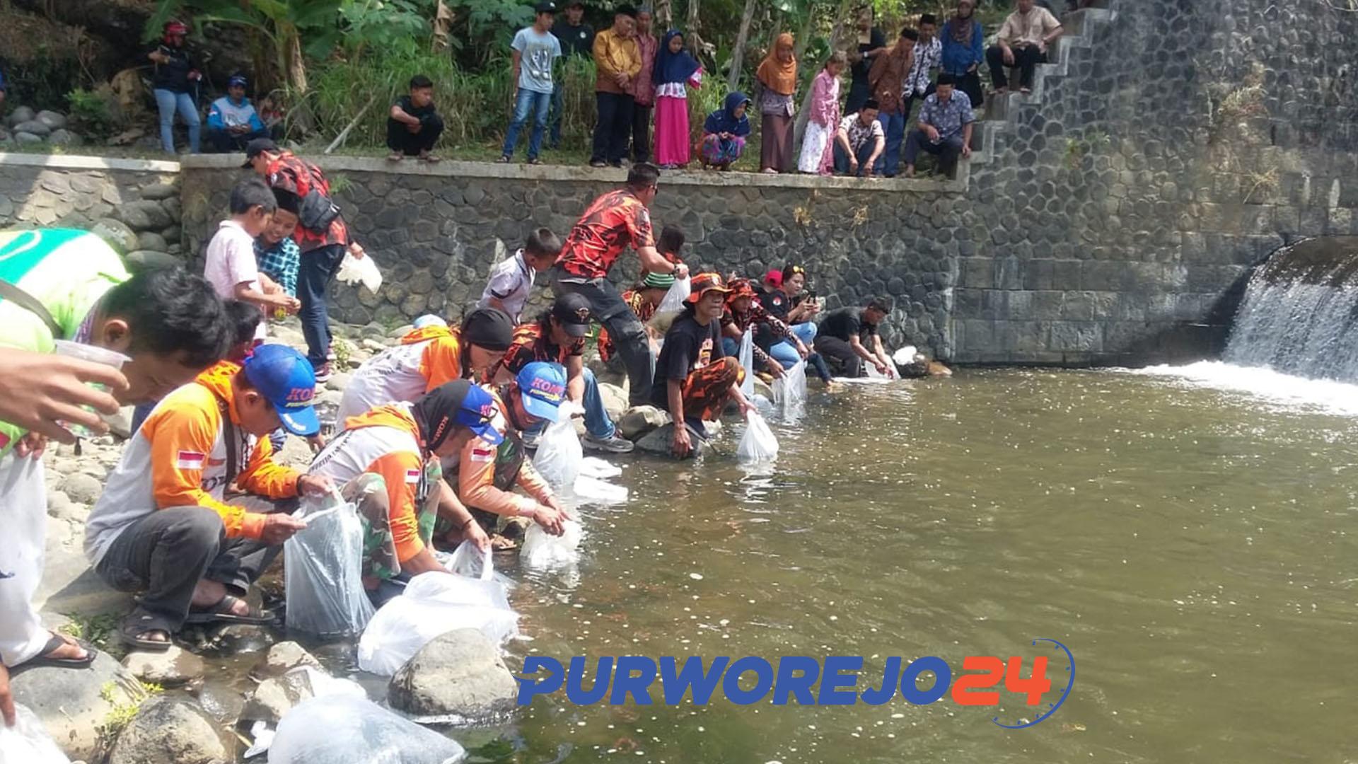 Jogokali tebar 74 ribu benih ikan Di Sungai Bogowonto. (1/9/2019)
