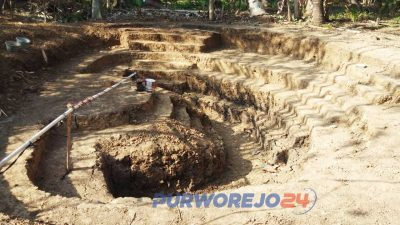 Pembangunan World Empire di Desa Pogungrejo, Kecamatan Bayan.