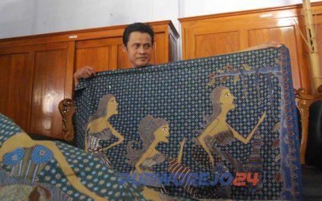 Seniman batik Purworejo Jazid Bastomi angkat batik motif antik.