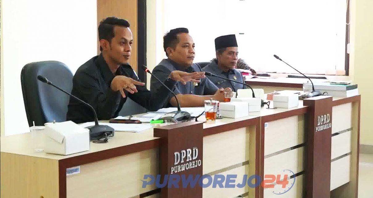 Pimpinan Komisi A DPRD Purworejo memimpin rapat Anggaran PIlkada 2020.