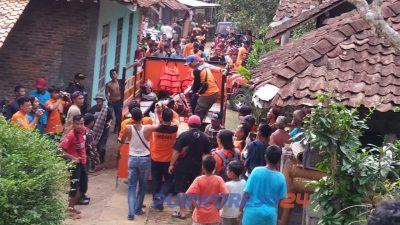Korban yang ditemukan kemudian dievakusi untuk selanjutnya dibawa ke rumah duka di Wonosobo.