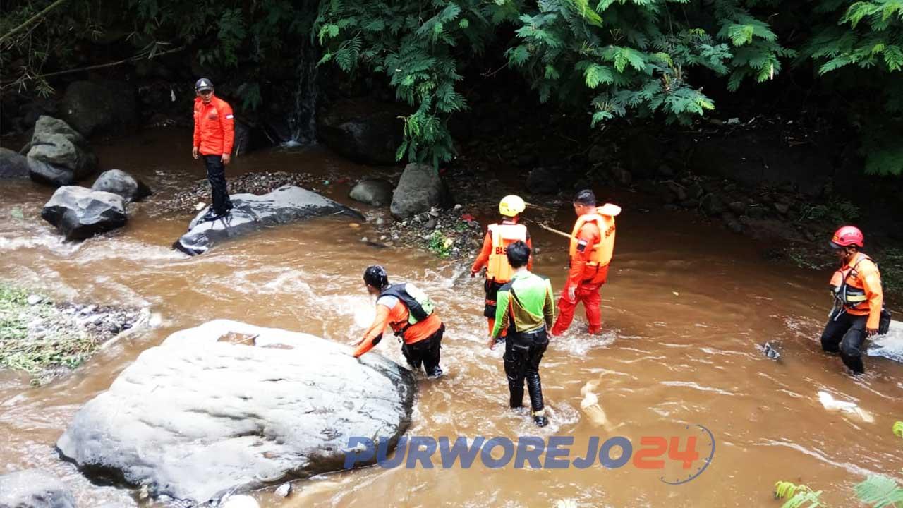 Basarnas Pos Wonosobo Melakukan proses pencarian di sepanjang Sungai Kodil