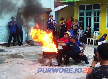 Latihan pengendalian api oelh Tim Damkar Purworejo