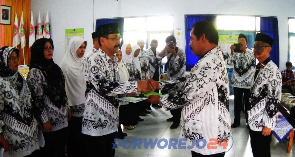 Pelantikan pengurus PGRI peridoe 2020-2025 di gedung PGRI Purworejo