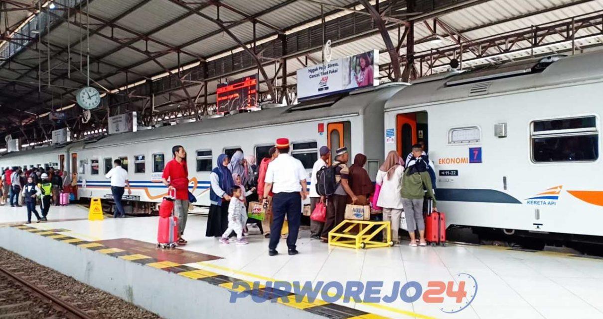 Suasana Stasiun KA saat Liburan Natal dan Tahun Baru 2019/2020