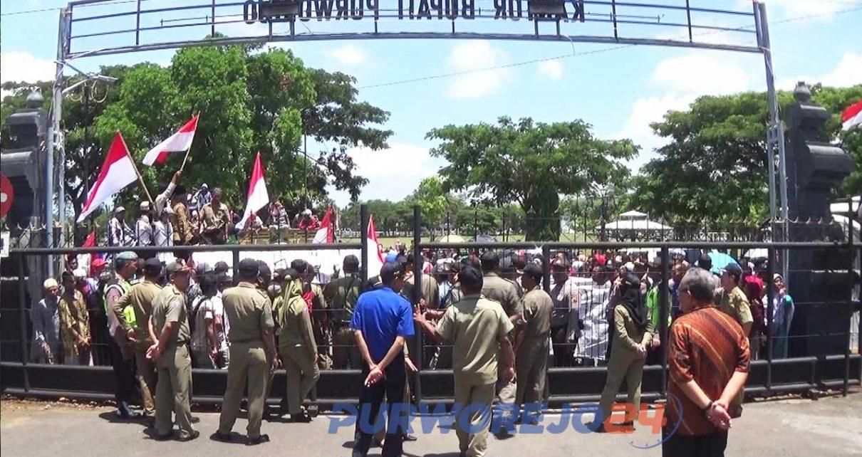 Warga terdampak Bendung Bener demo Bupati Purworejo