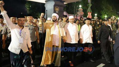 Habib Syech dan forkominda menuju lokasi sholawat