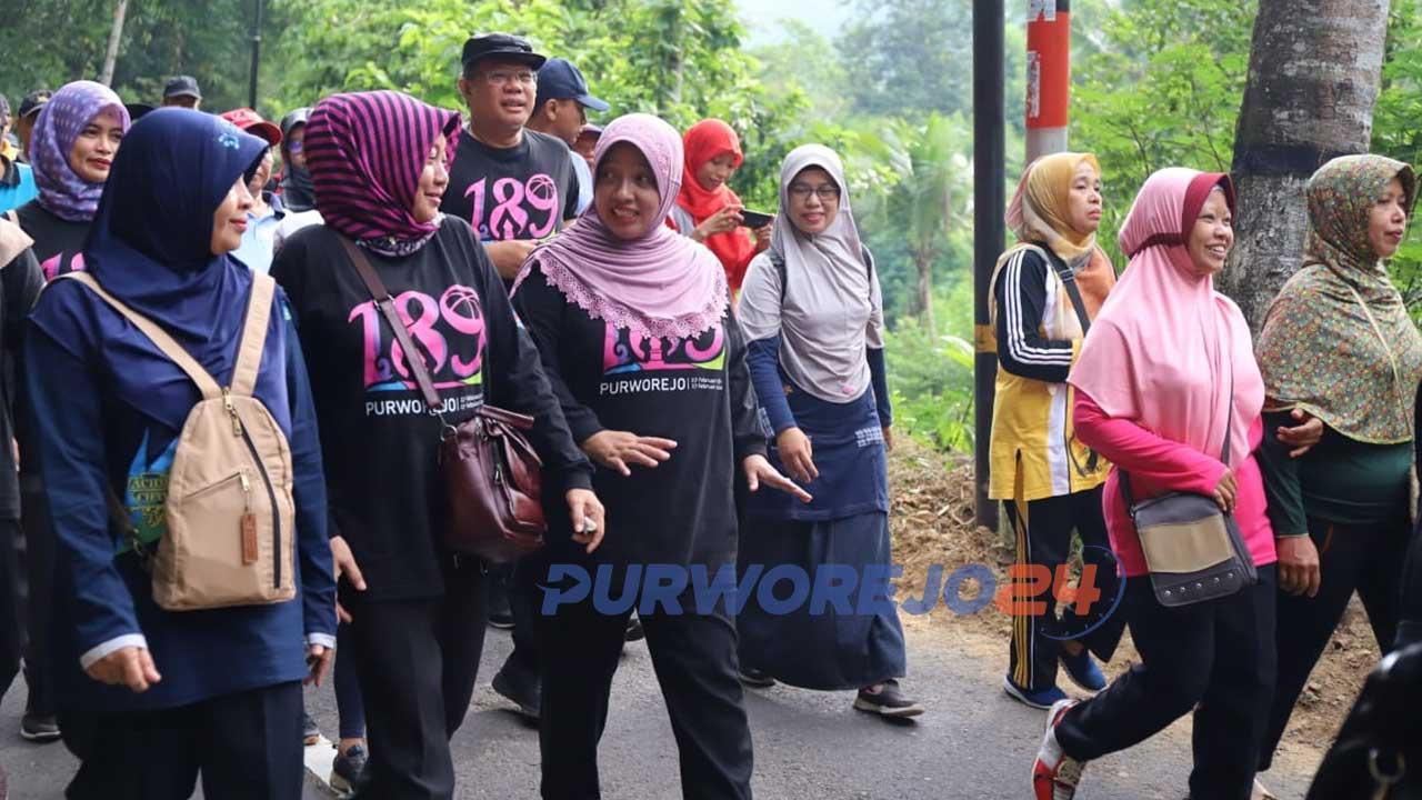 Wakil Bupati Yuli Hastuti ikuti jalan sehat dan penanaman bibit Durian di Kaligono Kaligesing
