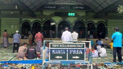 Jumlah jamaah shalat jumat (20/3/2020) di Masjid Agung Purworejo terlihat lebih sedikit ketimbang jumat sebelumnya.