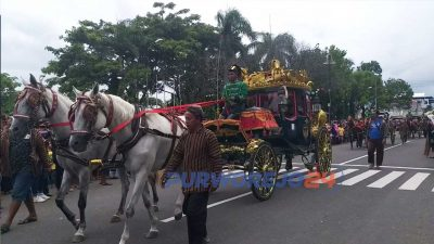 Kereta kencana keraton Yogyakarta ditangkan untuk ramaikan Parade Budaya Hari Jadi Purworejo ke 189