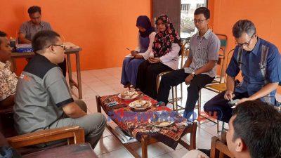 Koordinator Divisi Organisasi, SDM, dan Informasi Abdul Azis saat melakukan pendampingan di beberapa kecamatan