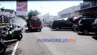 Mobil-Damkar-lakukan-penyemprotan-Disinfektan-ke-jalan-jalan-utama-Purworejo-dan-Kutoarjo2