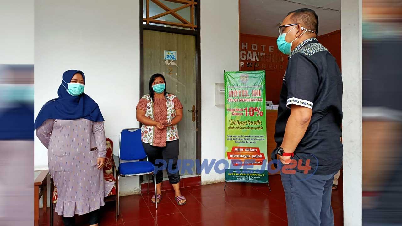 Bupati Purworejo Agus Bastian saat mengunjungi tempat transit (penginapan) untuk tim medis Covid-19