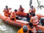 Evakuasi balita yang tenggelam di Sungai Bogowonto. (10/4/2020)