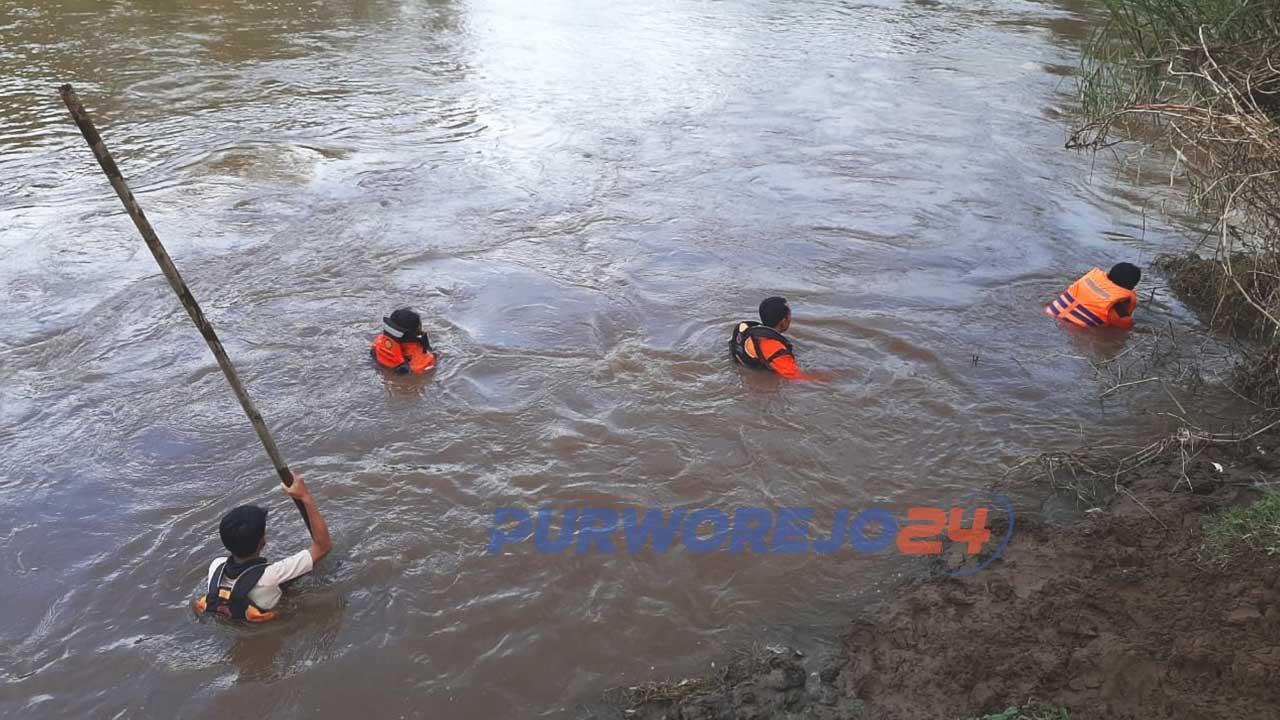 Pencarian balita tenggelam di Sungai Bogowonto. (8/4/2020)
