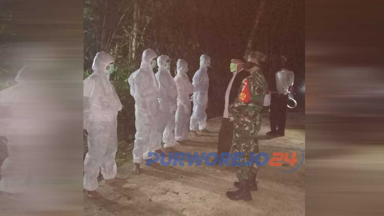 Persiapan pemakaman PDP dI kecamatan Gebang. (29/4/2020)