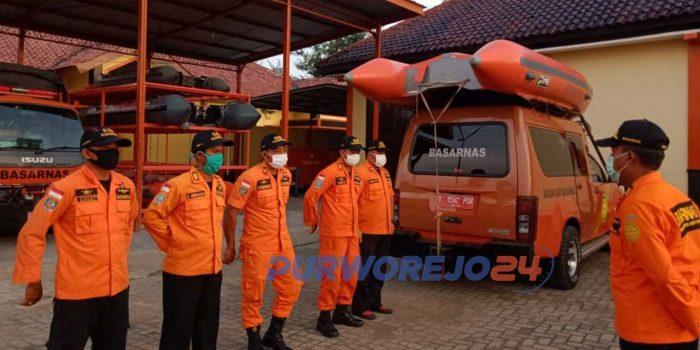 Tim Basarnas membsrangkatkan 1 regu untuk pencarian balita tenggelam di Sungai Bogowonto. (8/4/2020)