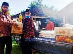 Kades Megulungkidul, Malik Khairul Anam memberikan bantuan 140 paket sembako kepada masyarakat dari udang gajinya.