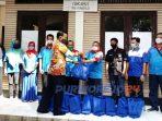 Kasat Intelkam Polres Purworejo menyerahkan bantuan di kantor sekretarian DPC KSPSI