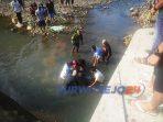 Proses evakuasi korban tenggelam di Bendungan Gustingisor, Kelurahan Cangkrep Lor