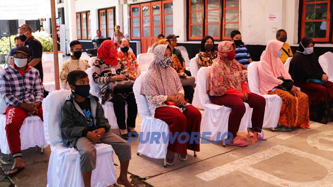 Sebanyak 18.454 Keluarga Penerima Manfaat (KPM) terdampak Covid-19 di Kabupaten Purworejo menerima bantuan sembako dari Pemerintah Provinsi Jawa Tengah