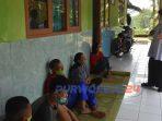 Wakil Bupati Purworejo Yuli Hastuti saat mengunjungi tempt isolasi para pemudik di Kaligesing, Kamis (14/5/2020)