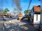 Mobil terbakar di utara lampu merah Terminal Purworejo.(23/6/2020)