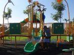 Petugas melepas pita pembatas di arena permainan anak di Alun-alun Purworejo. (12/6/2020)