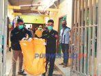 Polisi mengevakuasi mayat bayi di sebuah rumah kos Kelurahan Sindurjan, Senin (18/5/2020) lalu.