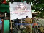 Satpol PP dan petugas gabungan melakukan penyegelen tempat karaoke dan tempat kos d desa Cengkawakrejo, Banyuurip.(14/7/2020)