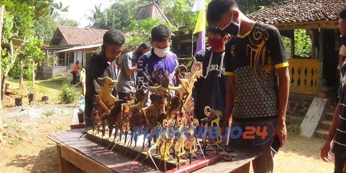 Pameran produk kerajinan tangan Paguyuban Batik Kayu Purworejo. di komplek pendopo Balai Dukuh Dusun Soko Legok Desa Soko, Kecamatan Bagelen, Purworejo