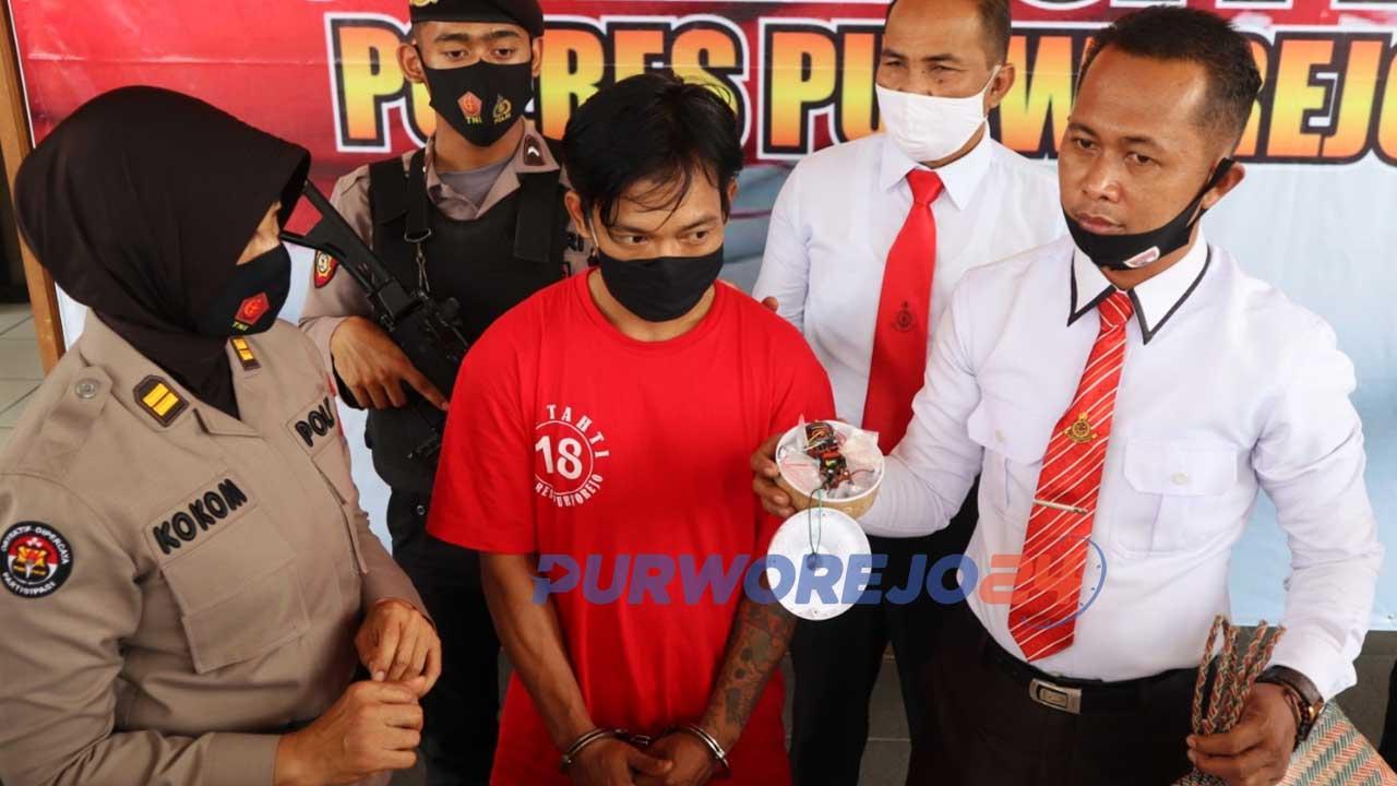 Seorang warga Desa Brunorejo, Kabupaten Purworejo diamnakn polisi setelah kedapatan menyimpan 17 paket Sabu.
