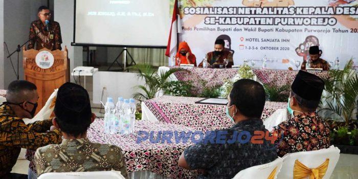 Sosialisasi netralitas kepala desa yang diselenggarakan Bawaslu Purworejo di Hotel Sanjaya Inn, Sabtu (3/10).