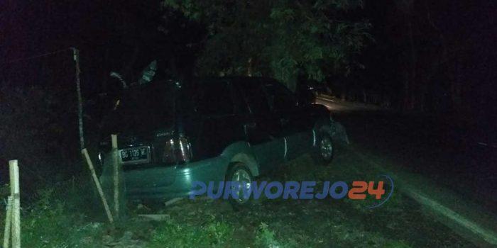 Truk pengangkut kayu lapis bertabrakan dengan mobil kijang di jalan Wates - Purworejo, Desa Krendetan Purworejo
