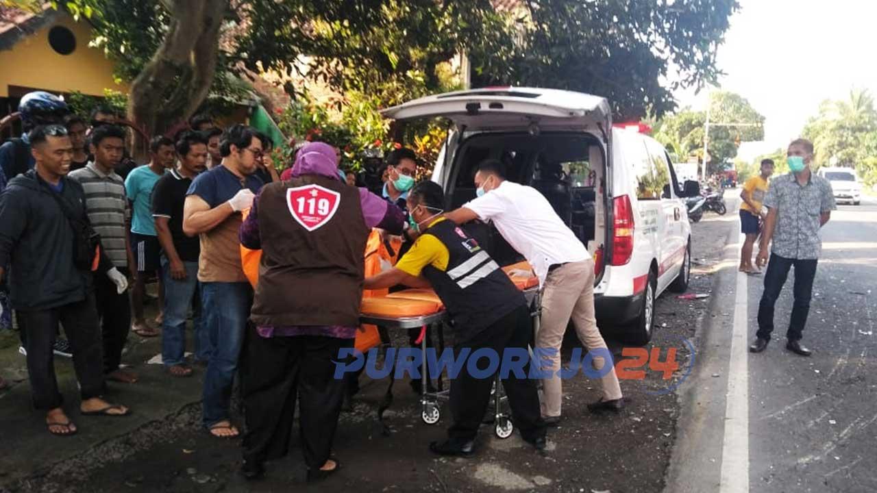 Evakuasi korban kecelakaan di jalan Purworejo-Yogyakarta, Rabu (18/11/2020)