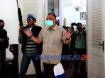 Adegan bupati Purworejo disandera oleh kelompok teroris dalam simulasi penanggulangan teroris oleh Batalyon 412/BES.