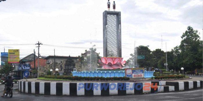 """""""Tugu Anak SD"""" di pertigaan Jalan Brigjen Katamso Purworejo yang ramai mengalami penolakan."""