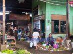 Aktifitas di Pasar Suronegaran, Purworejo.