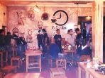 Petugas Satpol PP Damkar Kabupaten Purworejo membubarkan pertunjukkan live music di sebuah kafe di Purworejo.