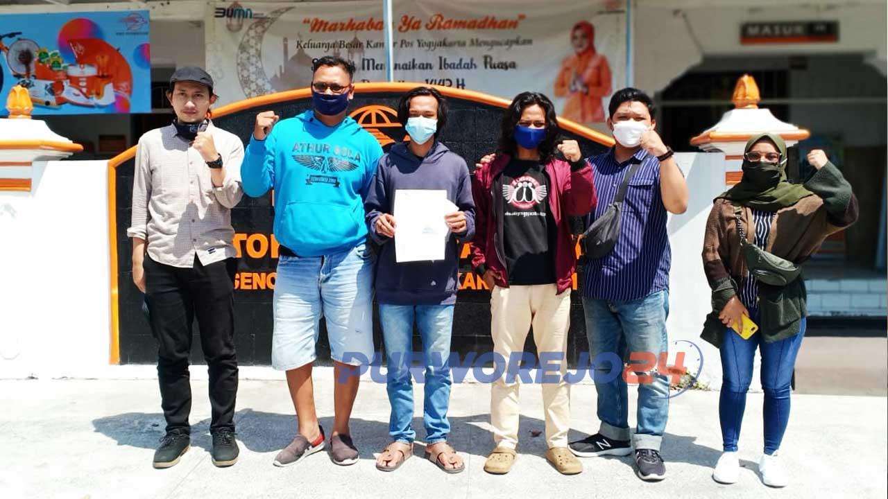 LBH Yogyakarta mengadukan Kapolres Purworejo beserta anggotanya melalui kantor Pos Besar Yogyakarta. (Foto Dok LBH Yogyakarta)