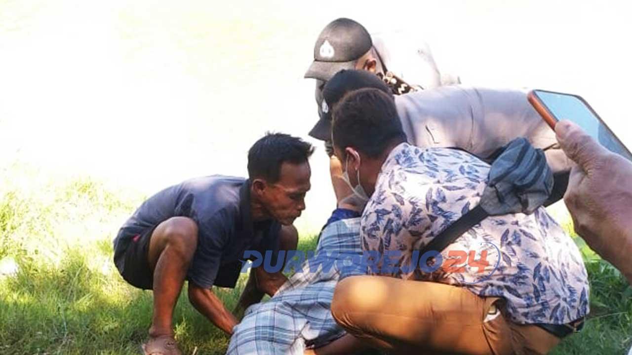Proses Evakuasi korban tenggelam di aliran sungai Tunggorono, Desa Tunggorono Kecamatan Kutoarjo
