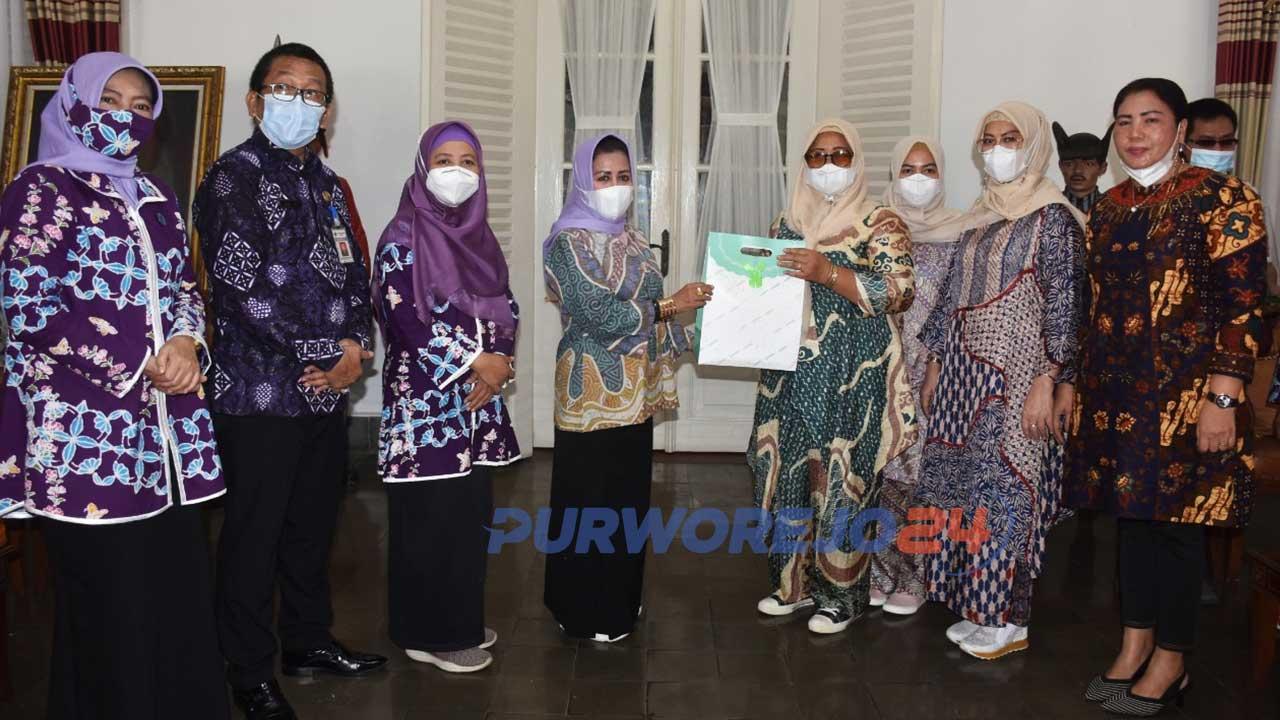 Rombongan PKK dari Kabupaten Langkat Sumatera Utarat studi banding di PKK Kabupaten Purworejo.
