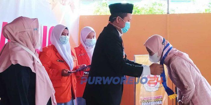 130 Siswa dinyatakan lulus dan mengikuti Wisuda di SMK Kesehatan Purworejo