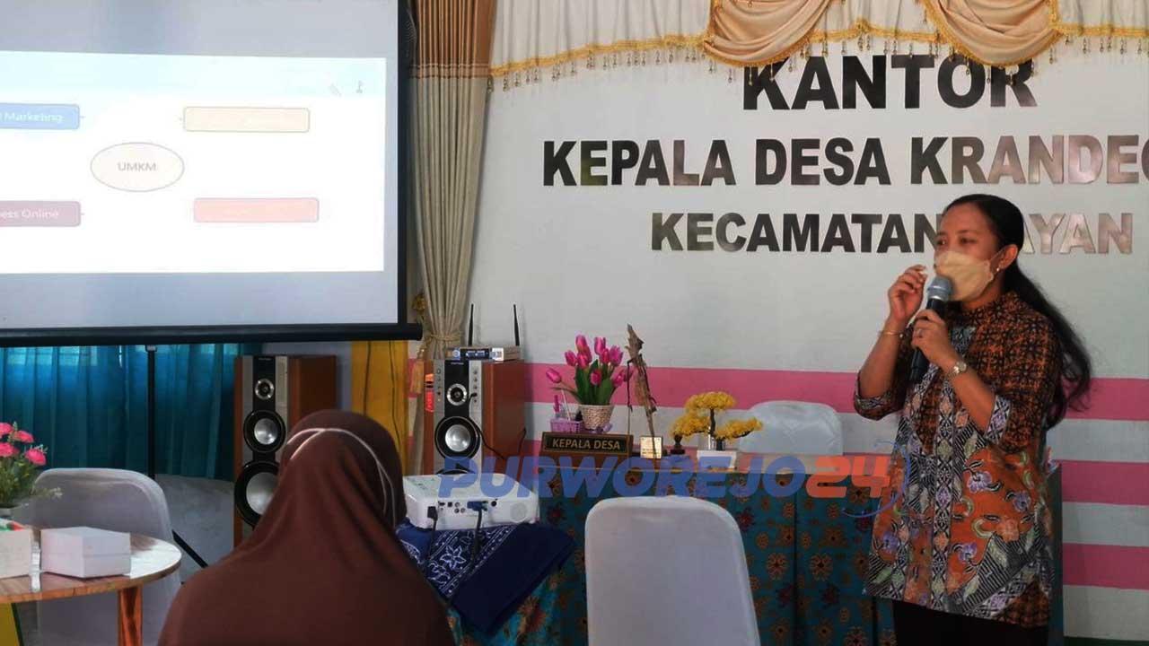 Sosialisasi dan pelatihan Digital Marketing bagi pelaku UMKM di Desa Krandegan oleh Tim KKN Universitas Sebelas Maret Surakarta, (13/9/2021).